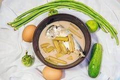 Tige de Lotus avec le maquereau cuit à la vapeur en soupe à noix de coco photo libre de droits
