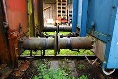 Tige entre deux véhicules ferroviaires. Photographie stock libre de droits