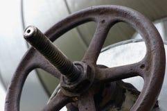 Tige principale de roue de valve de canalisation de chauffage industriel, Rusty Metal, vieux plan rapproché grunge superficiel pa photos stock
