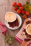 Tigella chleb z szpinakami i pomidorami zdjęcie royalty free