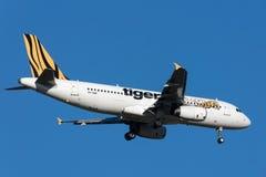 Tiger Airways Airbus A320-232 VH-VNF na aproximação à terra no aeroporto internacional de Melbourne Imagens de Stock