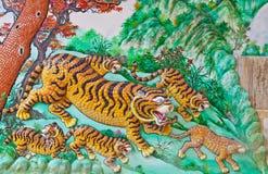 Tiger auf einer Wand in einem chinesischen Tempel stockfotografie