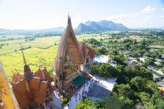 Tiger Cave Temple Wat Tham Sua dans Kanchanaburi, populaire avec des touristes et des étrangers image libre de droits