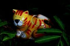 Tiger keramisch lizenzfreies stockfoto