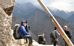 Tiger Leaping Gorge Hikers Royalty Free Stock Photography