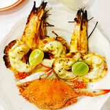 Tiger prawns and crab Royalty Free Stock Photography