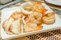 Tiger prawns and squid teppanyaki Royalty Free Stock Photos