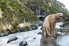 Free Tiger Sculpture At Tiger Leaping Gorge Royalty Free Stock Images - 184826289