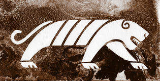 Tigern är i en grotta Arkivbild