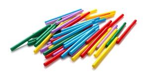 Tiges de compte color?es pour que les enfants apprennent des math?matiques sur le blanc photos libres de droits