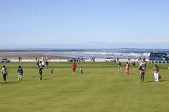 Tiges de golf de rue Andrews près de la plage photographie stock
