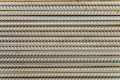 Tiges en acier de barres de renforcement avec le profil périodique image stock