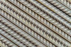 Tiges en acier de barres de renforcement avec le profil périodique, parallèle étendu à la diagonale image libre de droits