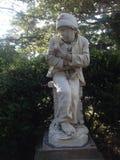 Tiggare Boy Marble Statue Arkivfoto
