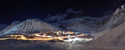 Tignes (Alpen) am Nachtpanorama Lizenzfreies Stockfoto