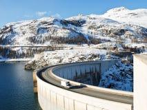 Tignesdam (Chevril-Dam) in de Alpen van Frankrijk Stock Foto
