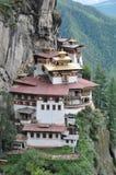 Tigrar bygga bo monastary i Paro, Bhutan Fotografering för Bildbyråer