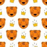 Tigre de bébé avec le modèle sans couture de couronne Fond d'animal sauvage de style de dessin d'enfant Images stock