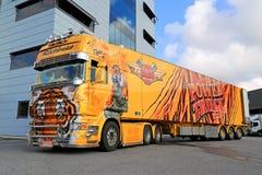 Tigre del camión de la demostración de Scania R620 en Warehouse Fotografía de archivo libre de regalías