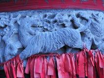 Tigre en adornos tallados de la hornilla de incienso Imagen de archivo libre de regalías