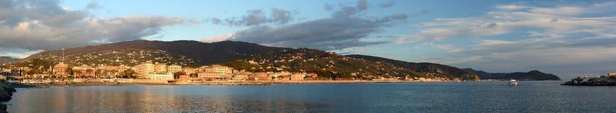 Tigullio zatoka od Lavagna Sestri Levante Panorama od Lavagna portu italy Liguria obraz royalty free