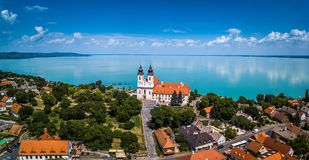 Tihany, Hungría - vista panorámica aérea del monasterio benedictino famoso de la abadía de Tihany Tihany Fotografía de archivo