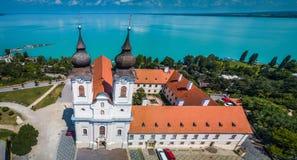 Tihany, Węgry - Powietrzny panoramiczny widok Benedyktyński monaster Tihany Tihany opactwo Obraz Stock