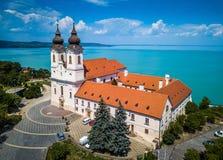 Tihany, Węgry - widok z lotu ptaka sławny Benedyktyński monaster Tihany Tihany opactwo Obrazy Royalty Free