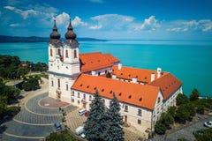 Tihany, Węgry - widok z lotu ptaka sławny Benedyktyński monaster Tihany Tihany opactwo Obrazy Stock