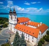Tihany, Węgry - widok z lotu ptaka sławny Benedyktyński monaster Tihany Tihany opactwo, Tihanyi Apatsag Obraz Stock