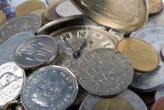 Tijd - een geld stock afbeeldingen