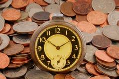 Tijd in Geld stock afbeeldingen