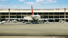 Tijd-tijdspanne Luchthavenpoort & Tarmac stock video