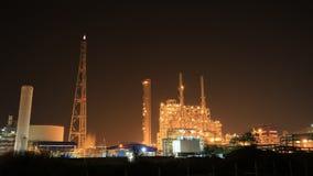 Tijd-tijdspanne van het bedrijf van de Olieraffinaderij bij nacht, Thailand stock videobeelden