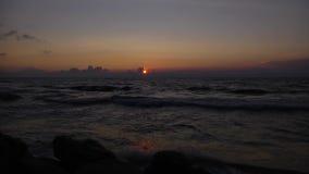Tijd-tijdspanne van zonsondergang op de Oostzee wordt geschoten die stock footage