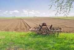 Tijd van ontspanning voor een landbouwapparatuur stock fotografie
