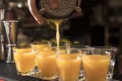 Tijd voor drankschoten stock foto's