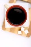 Tijd voor een kop van koffie Hoogste mening van een stilleven met een kop van koffie, Stock Foto's