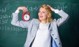 Tijd voor onderbreking De tijd heeft kwestie voor haar Welkom leraarsschooljaar Gezond dagelijks regime De les van het opvoederbe stock foto's