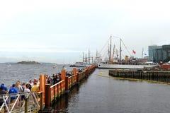 Tijdelijke drijvende brug bij Lange Schepengebeurtenis royalty-vrije stock afbeeldingen