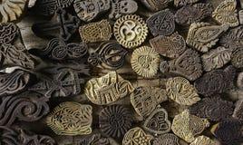 Tijdelijke Godsdienstige Tatoegeringen met andere symbolen stock foto