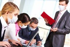 Tijdens epidemy griep stock afbeeldingen