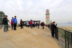 Tijdens het de lentefestival van 2016, spelen de bezoekers bij zuidenfort, zhangzhoustad, China Stock Foto's