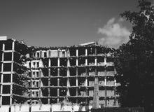 Tijdens het vernietigen van een oud gebouw royalty-vrije stock fotografie