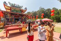 Tijdens het vierings Chinese Nieuwjaar in de Chinese tempel Stock Foto's