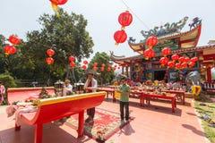 Tijdens het vierings Chinese Nieuwjaar in de Chinese tempel Royalty-vrije Stock Fotografie