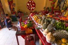 Tijdens het vierings Chinese Nieuwjaar in de Chinese tempel Stock Fotografie