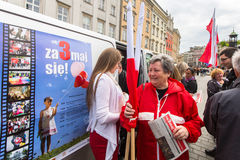 Tijdens Vlagdag van de Republiek van Pools - is nationaal die festival door het Akte van 20 Februari 2004 wordt geïntroduceerd Stock Foto's