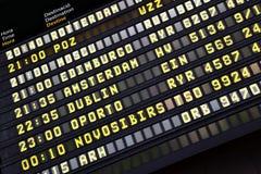 Tijdschema in luchthaven stock foto