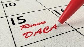 Tijdschema waar een rode pen een herinnering schrijft om DACA te vernieuwen Stock Fotografie